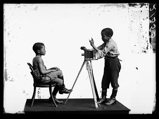 Albert Jonas and John Xiniwe, The African Choir. London Stereoscopic Company, 1891.  Courtesy of © Hulton Archive/Getty Images